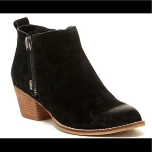 NWT Dolce Vita Saira black suede zip ankle booties